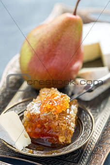 Brie cheese, honey and pear.