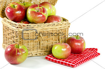 apples in picnic basket
