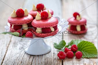 Cake with white chocolate and raspberries.