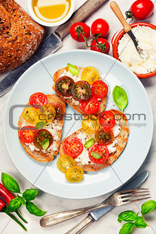 Tomato and basil sandwiches