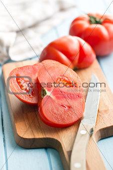 sliced red tomato