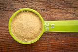 scoop maca root powder