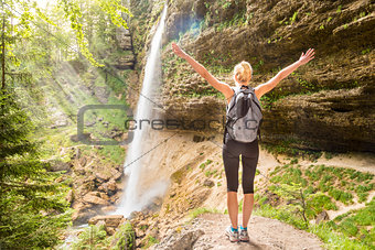 Active sporty woman relaxing in beautiful nature.