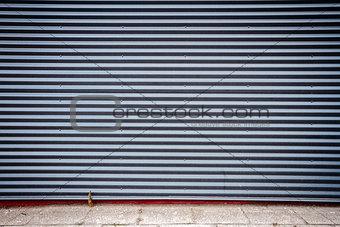 Grooved metal wall