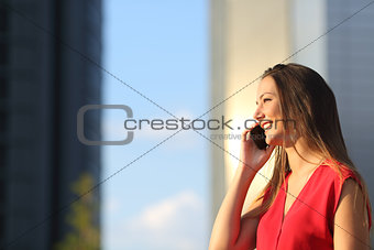 Business woman talking on the mobile phone