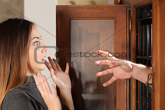 Aggression when a burglar try to attack a housewife