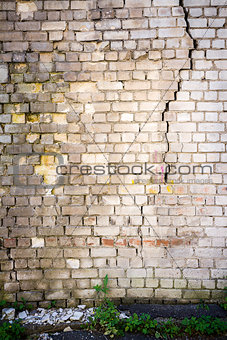 Old cracked white brick wall