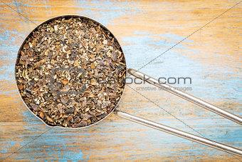 bladderwrack seaweed in metal scoop