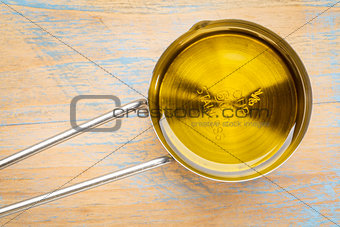 olive oil in measuring cup