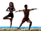couple on the beach yoga exercices