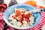 Cottage cheese, figs, pomegranate and honey