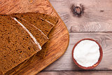 Brown bread on the chopping board