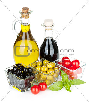 Olives, tomatoes, herbs and condiments