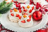 Mini Pavlova meringue cakes
