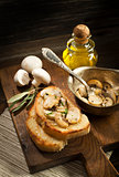 Mushrooms sauce with bread