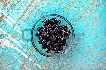 Blackberries in glass bowl, top view