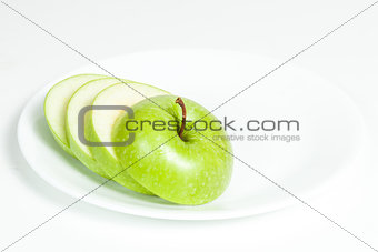 Slices of green apple in a  plate
