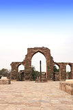 Iron Pillar and Qutab Minar Ruins, Delhi, India