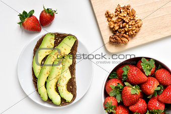 avocado toast, walnuts and strawberries
