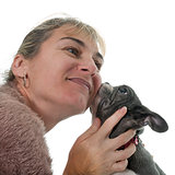 woman kissing bulldog