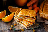 Pie stuffed with orange, carrot and raisin