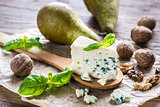 Blue cheese with walnuts and pears