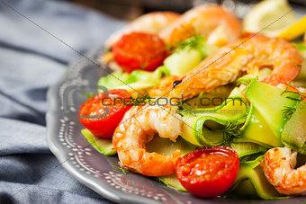 Prawns, zuchini noodles and tomato