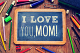 text I love you mom in a chalkboard