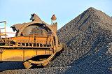 loading iron ore conveyor machine