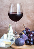 Red wine with cheese, figs and grapes