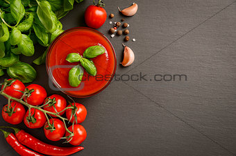Tomato sauce with basil and spices