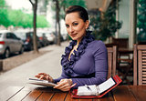 Business woman at the street coffe shop with her tablet