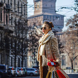 tourist woman in Milan looking into the distance and walking