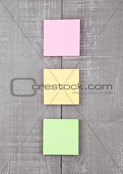 Blank different colors sticky note paper on table