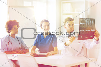 group of doctors discussing x-ray image