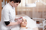 Permanent make-up wizard makes eyebrow correction procedure