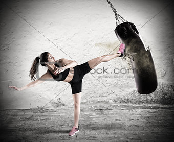 Fitboxe woman coach