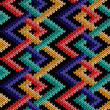 Seamless knitted pattern with intertwined lines