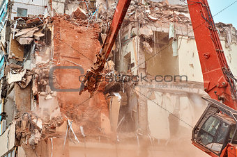 City house demolition with big hydraulic scissors