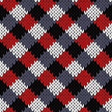 Seamless knitted quadratic pattern