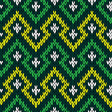 Knitting seamless geometric pattern