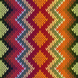 Knitting seamless multicolor pattern