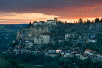 To get dark in the village of Rocamadour
