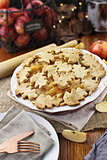 Pretty Baked Apple Pie with Plates