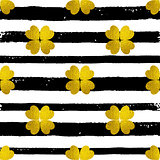 Pattern with black lines and golden clover