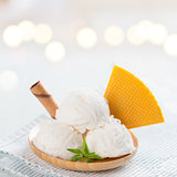 white ice cream wafer plate