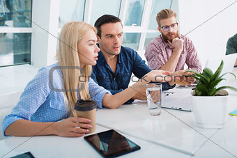 Business people connected on internet network. concept of startup company