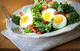 Fresh healthy salad with kale, chrispy bacon and egg