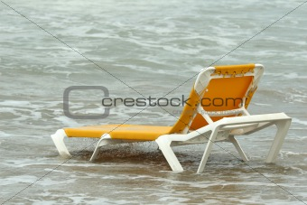 chaise longue in water