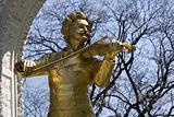 johann strauss statue from vienna stadtpark